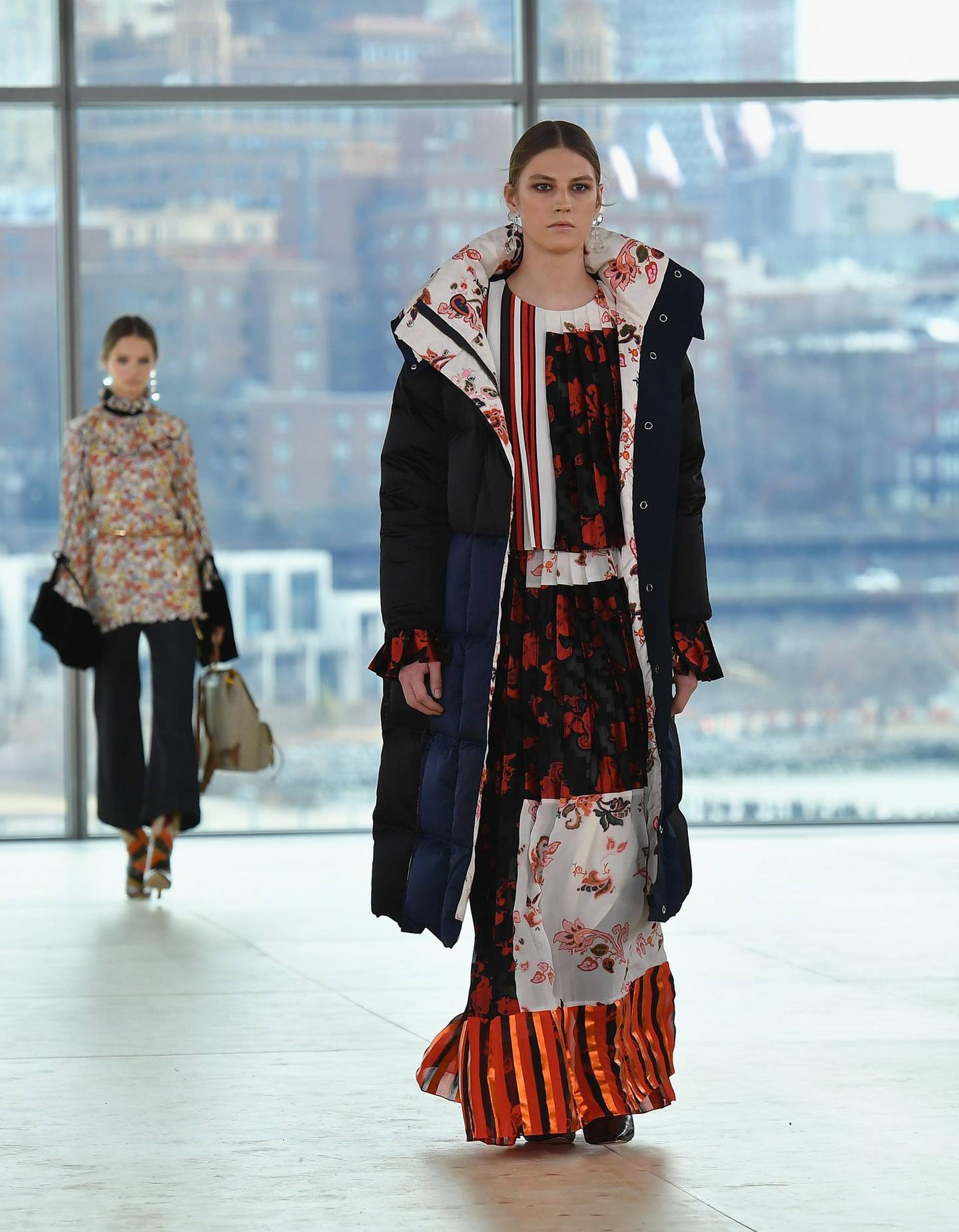 Models walk the runway for the Tory Burch Fall/Winter 2019 fashion show during New York Fashion Week at Pier 17 on February 10, 2019 in New York City.  / AFP / Angela Weiss