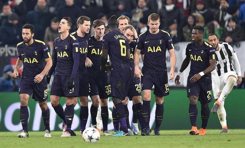 epa06522467 Tottenham's Christian Eriksen (4-R) celebrates with teammates scoring during the UEFA Champions League round of 16 first leg soccer match between Juventus FC and Tottenham Hotspur at the Allianz Stadium in Turin, Italy, 13 February 2018.  EPA/ALESSANDRO DI MARCO