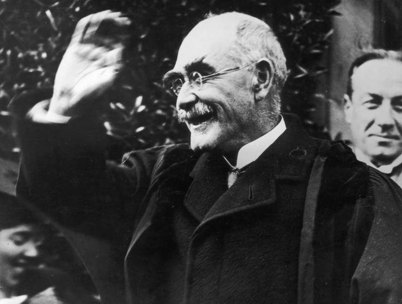 October 1923:  Author Rudyard Kipling (1865 - 1936) smiling in acknowledgement of his appointment as Rector of St Andrew's University. British Prime Minister Stanley Baldwin (1867 - 1947) can be seen over his shoulder.  (Photo by Topical Press Agency/Getty Images)