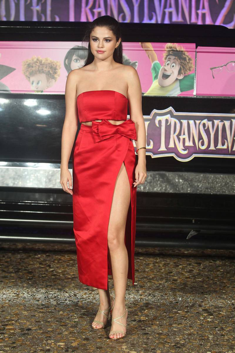 epa04801339 A photograph made available on 15 June 2015 shows US actress Selena Gomez of Hotel Transylvania 2 film posing for a photograph at Annual Summer of Sony in Cancun, Mexico, 14 June 2015.  EPA/Alonso Cupul