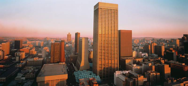 AGPE90 Johannesburg skyline at dusk Carlton centre in foreground Gauteng South Africa. Alamy