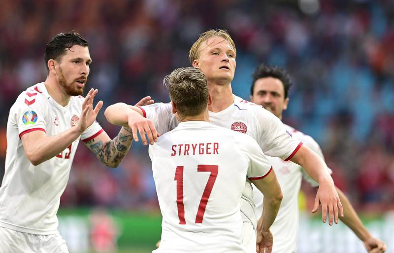 epa09303601 Kasper Dolberg (C-R) of Denmark celebrates with teammates after scoring the 2-0 lead during the UEFA EURO 2020 round of 16 soccer match between Wales and Denmark in Amsterdam, Netherlands, 26 June 2021.  EPA/Olaf Kraak / POOL (RESTRICTIONS: For editorial news reporting purposes only. Images must appear as still images and must not emulate match action video footage. Photographs published in online publications shall have an interval of at least 20 seconds between the posting.)