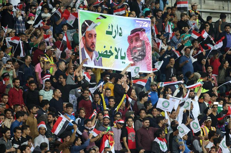 Iraqi fans cheers on their national team prior to the start of their international friendly football match between Iraq and Saudi Arabia at the Basra Sports city stadium in Basra on February 28, 2018.  Iraq has not played full internationals on home turf ever since its 1990 invasion of Kuwait that sparked an international embargo. Iraq won the match 4-1 / AFP PHOTO / HAIDAR MOHAMMED ALI
