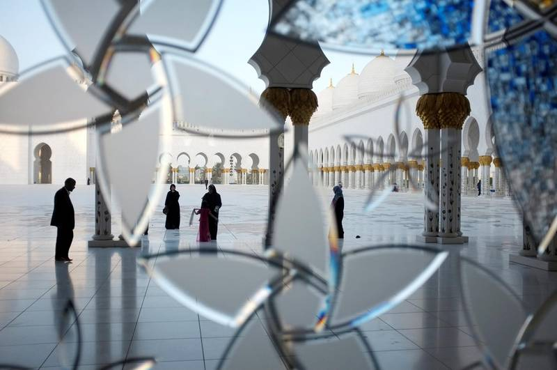 July 31.  Sheikh Zayed Mosque at sunset on the last day before the start of Ramadan for 2011. Worshipers start to gather at the mosque before evening prayers. July 31, Abu Dhabi. United Arab Emirates (Photo: Antonie Robertson/The National)