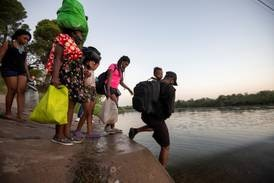 Biden faces political storm over 10,000 migrants stranded in Texas
