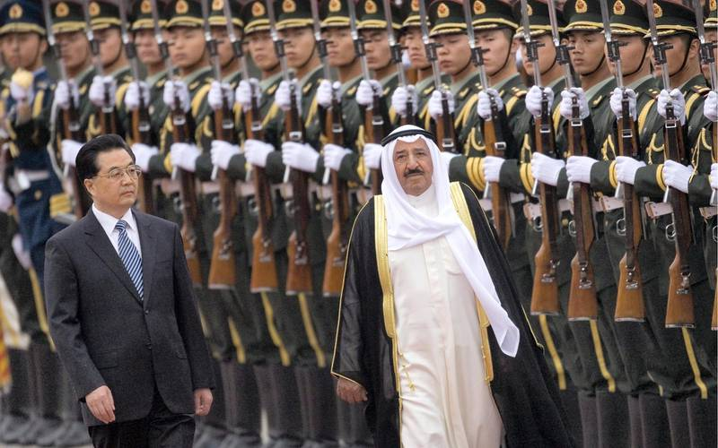 epa01725556 Chinese President Hu Jintao (L) walks with Kuwait's Emir Sheikh Sabah Al-Ahmad Al-Jaber Al-Sabah (R) during a welcoming ceremony held at the Great Wall of the People in Beijing, China, 10 May 2009. Sheikh al-Sabah is on a four-day official visit to China where the two nations hope to strengthen friendly ties as well as promote energy cooperation.  EPA/DIEGO AZUBEL *** Local Caption *** 01725556