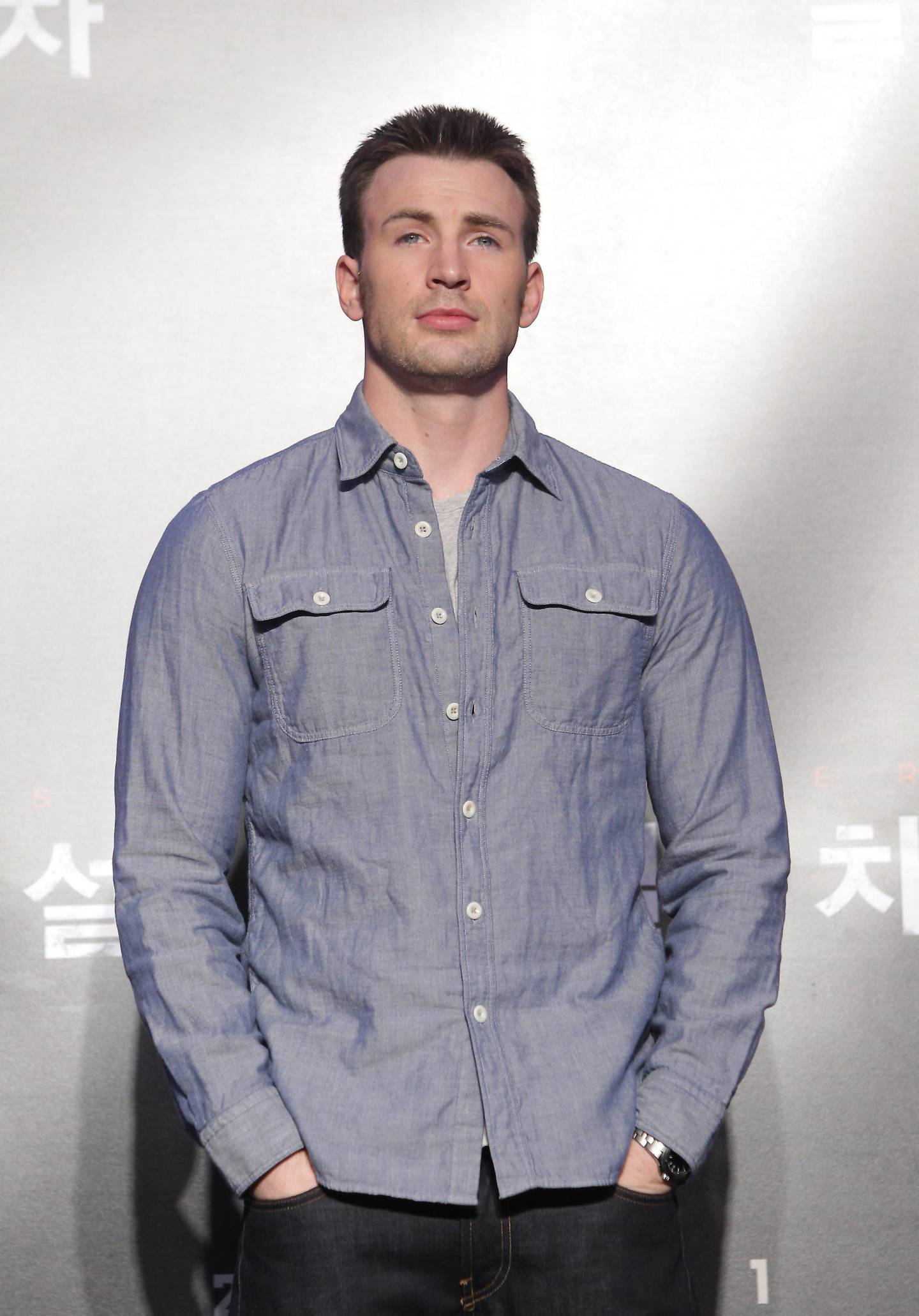 SEOUL, SOUTH KOREA - JULY 29:  Actor Chris Evans attends the 'Snowpiercer' press conference at Conrad Hotel on July 29, 2013 in Seoul, South Korea. The film will open in South Korea on August 1.  (Photo by Chung Sung-Jun/Getty Images) *** Local Caption ***  AL06AU-HOLLYBOLLY-EVANS.jpg