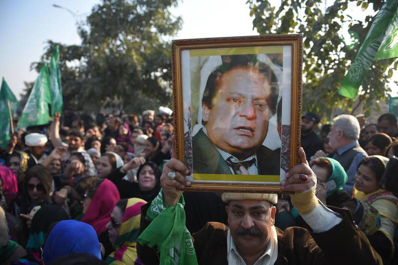 Supporters of Pakistan's former prime minister Nawaz Sharif gather outside the anti-corruption court in Islamabad on December 24, 2018, ahead of the court verdict against Nawaz in the Al-Azizia and Flagship Investment cases. The accountability court was set to decide the fate of the three-time prime minister in the Al-Azizia and Flagship Investment cases on December 24. / AFP / FAROOQ NAEEM