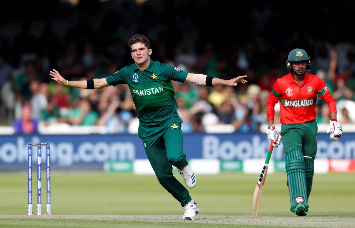 Cricket - ICC Cricket World Cup - Pakistan v Bangladesh - Lord's, London, Britain - July 5, 2019   Pakistan's Shaheen Afridi celebrates taking the wicket of Bangladesh's Mahmudullah   Action Images via Reuters/Paul Childs