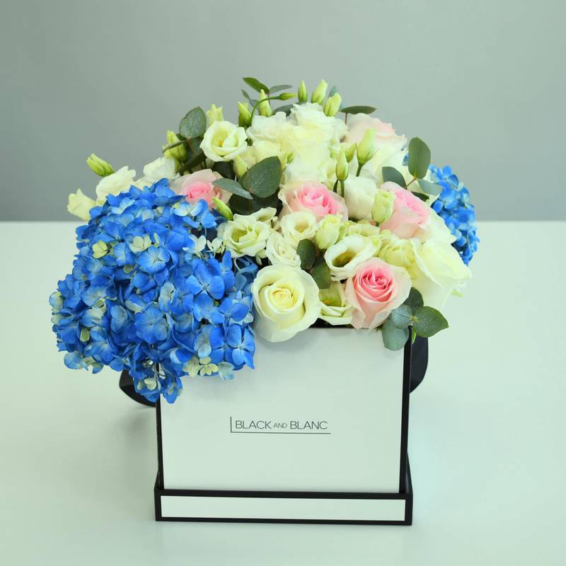 La Madeleine floral arrangement, Dh599, Black and Blanc