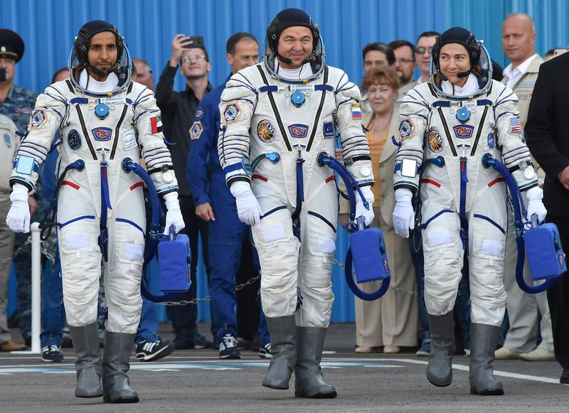 Sokol suit - Members of the main crew to the International Space Station (ISS) (from L) United Arab Emirates' astronaut Hazzaa al-Mansoori , Russian cosmonaut Oleg Skripochka and US astronaut Jessica Meir report to Roscosmos chief Dmitry Rogozin (R) arrive to board a Soyuz rocket to the ISS, at the Russian-leased Baikonur cosmodrome in Kazakhstan on September 25, 2019. (Photo by VYACHESLAV OSELEDKO / AFP)