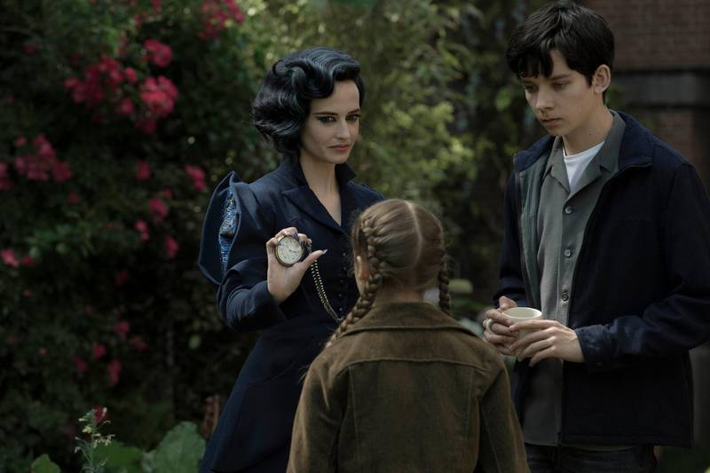 A handout movie still showing Miss Peregrine (Eva Green) demonstrates one of her many time-bending talents to Jake (Asa Butterfield) and Fiona (Georgia Pemberton). (Jay Maidment / Twentieth Century Fox) *** Local Caption ***  al20se-movies-peregrine.jpg