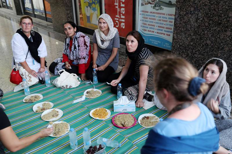 DUBAI , UNITED ARAB EMIRATES , MAY 23 – 2018 :- Participants having their iftar during the Unseen Trails Iftar Walk presented by Gulf Photo Plus and Frying Pan Adventures in Bur Dubai area in Dubai.  ( Pawan Singh / The National )  For Weekender