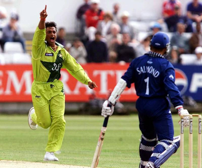 Pakistan's fast bowler Shoaib Akhtar celebrates the wicket of Scotland captain George  Salmond at Chester-Le-street during the World Cup match  20 May 1999. (Photo by OWEN HUMPHREYS / PA / AFP)