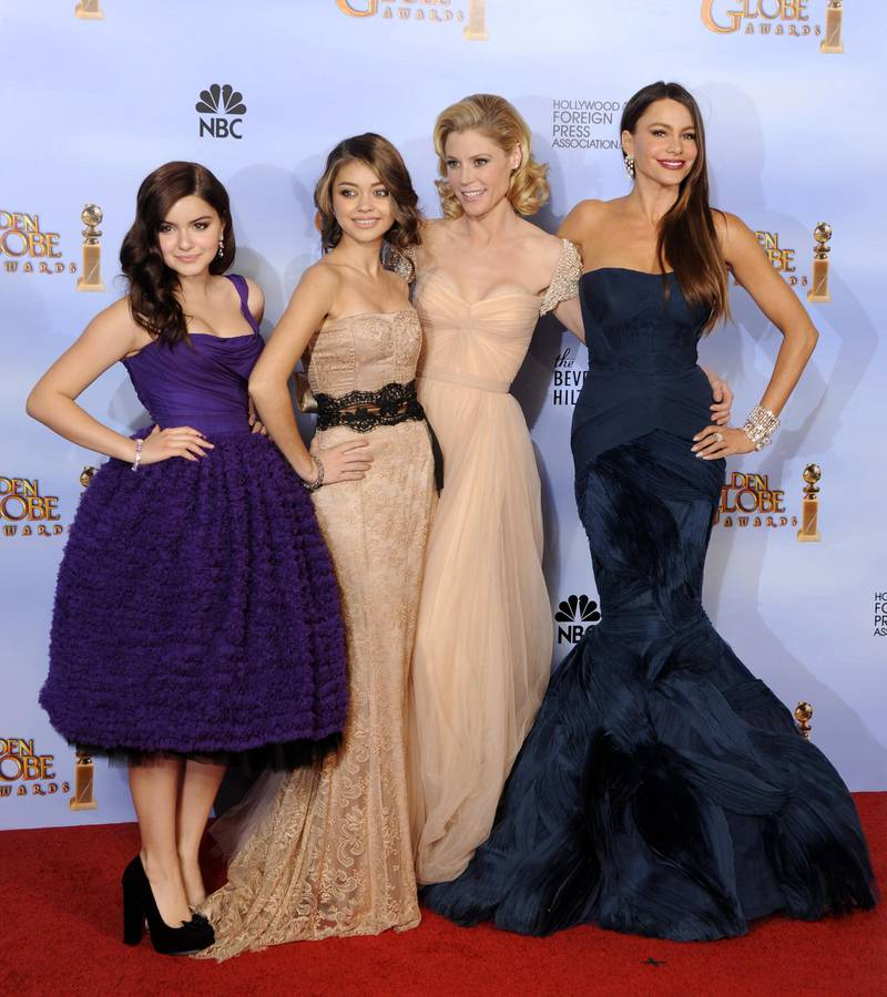 epa03061734 (L-R) Cast members and actresses Ariel Winter, Sarah Hyland, Julie Bowen and Sofia Vergara from 'Modern Family' which won Best Television Series - Comedy or Musical pose in the Press Room at the 69th Golden Globe Awards held at the Beverly Hilton Hotel in Beverly Hills, Los Angeles, California, USA, 15 January 2012.  EPA/PAUL BUCK