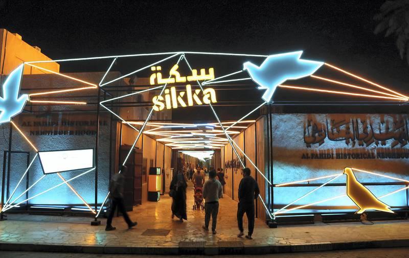 Dubai, March 20, 2018: Visitors at the Sikka Art fair at Al Fahidi Historical District in Dubai. Satish Kumar for the National