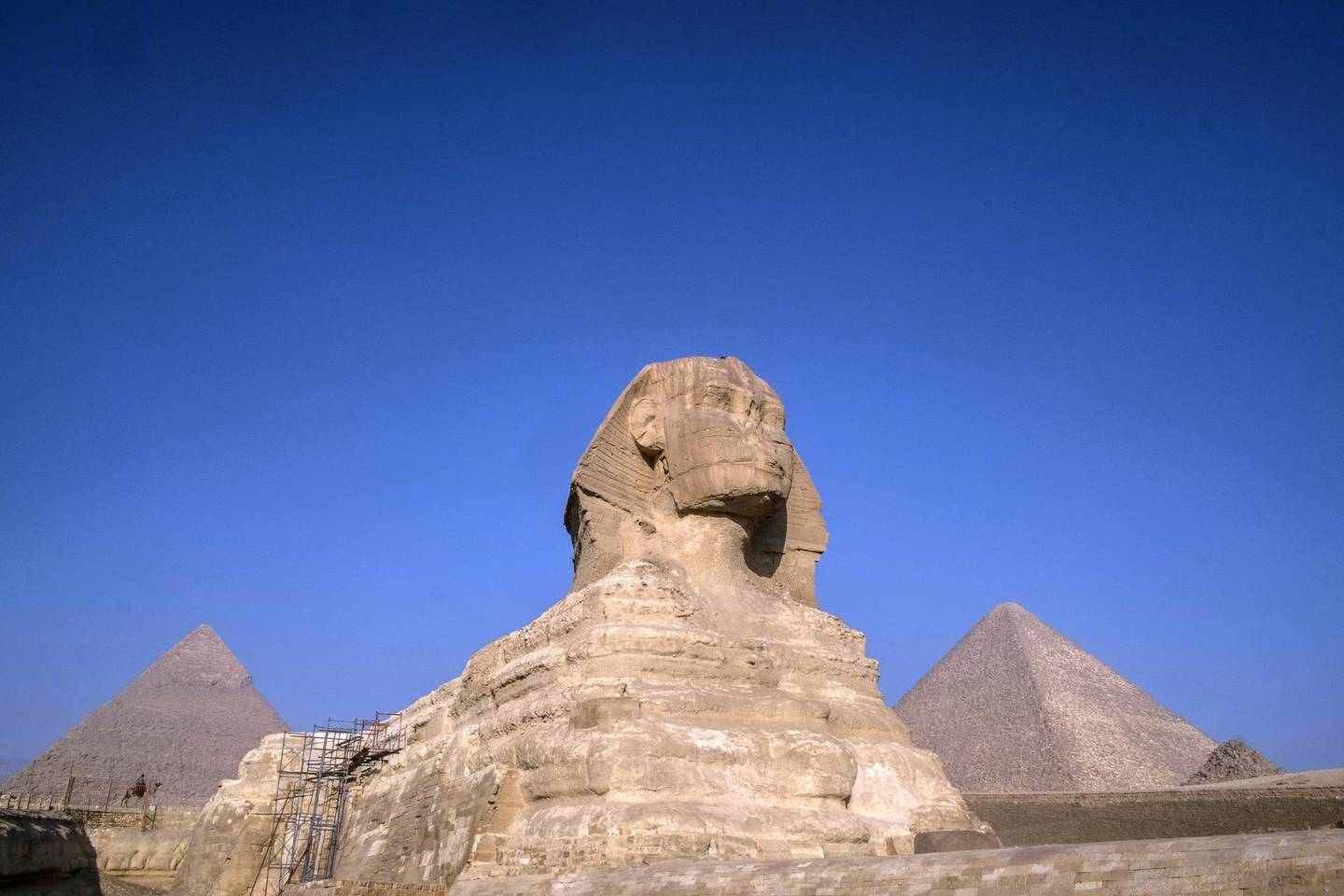 A picture taken on November 20, 2019 shows the Sphinx at the Giza Pyramids plateau on the western outskirts of the Egyptian capital Cairo. (Photo by Khaled DESOUKI / AFP)