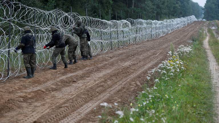 An image that illustrates this article Polish divers find body of young Syrian on border with Belarus