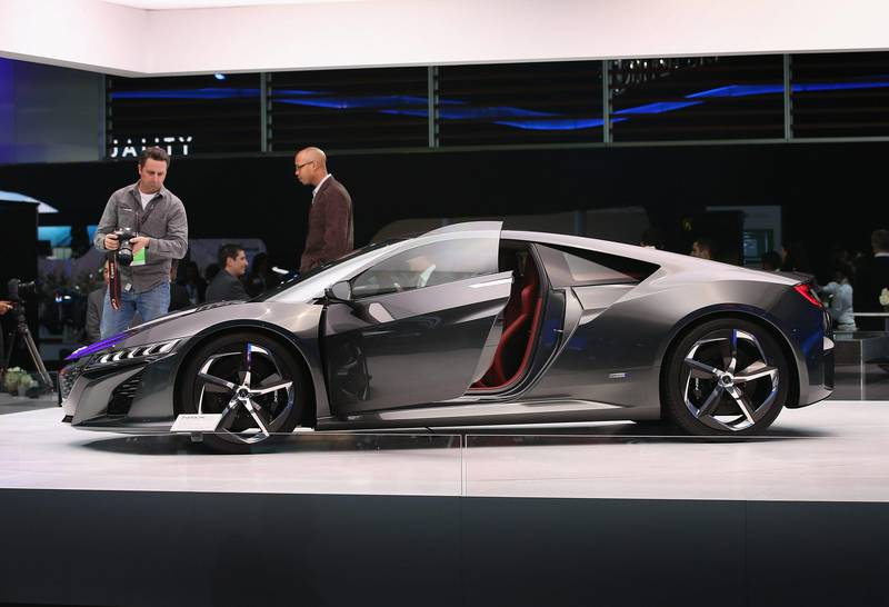 DETROIT, MI - JANUARY 15: Visitors look over Acura's NSX concept which was developed and manufactured in the United States, during the media preview at the North American International Auto Show on January 15, 2013 in Detroit, Michigan. The auto show will be open to the public January 19-27.   Scott Olson/Getty Images/AFP== FOR NEWSPAPERS, INTERNET, TELCOS & TELEVISION USE ONLY ==  *** Local Caption ***  266979-01-09.jpg