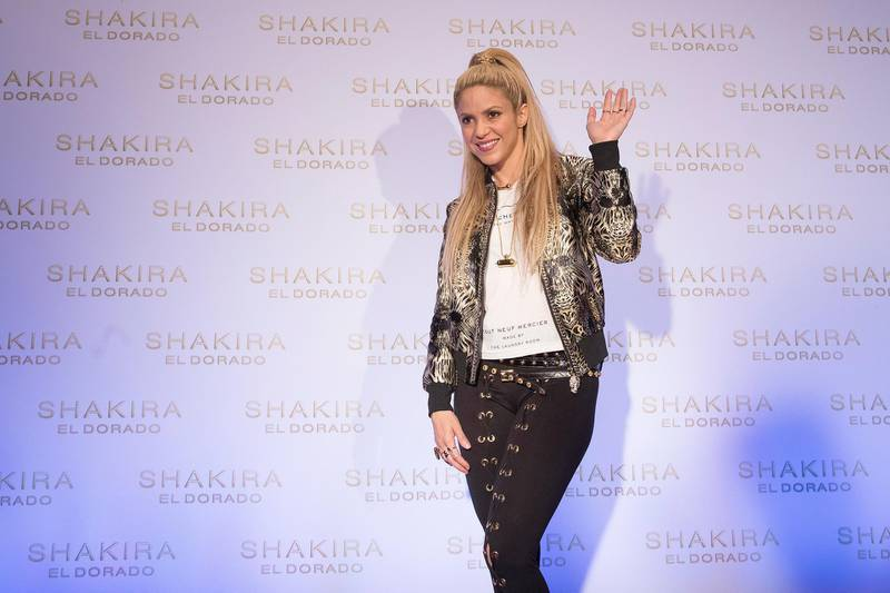 epa06017828 Colombian singer Shakira poses as she arrives to the launch of her latest album 'El Dorado' at the Convent dels Angels in Barcelona, northeastern Spain, 08 June 2017.  EPA/MARTA PEREZ