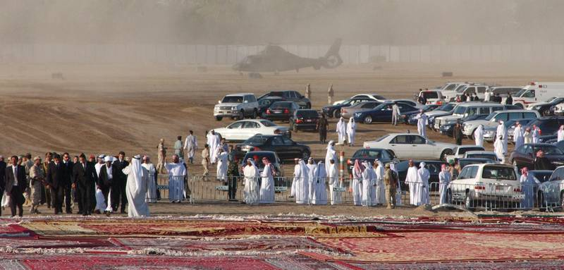 Abu Dhabi, UAE. November 3 2004. Mourners gather and wait for the funeral convoy of Sheikh Zayed at his grave site at the Sheikh Zayed mosque.(C) Al Ittihad