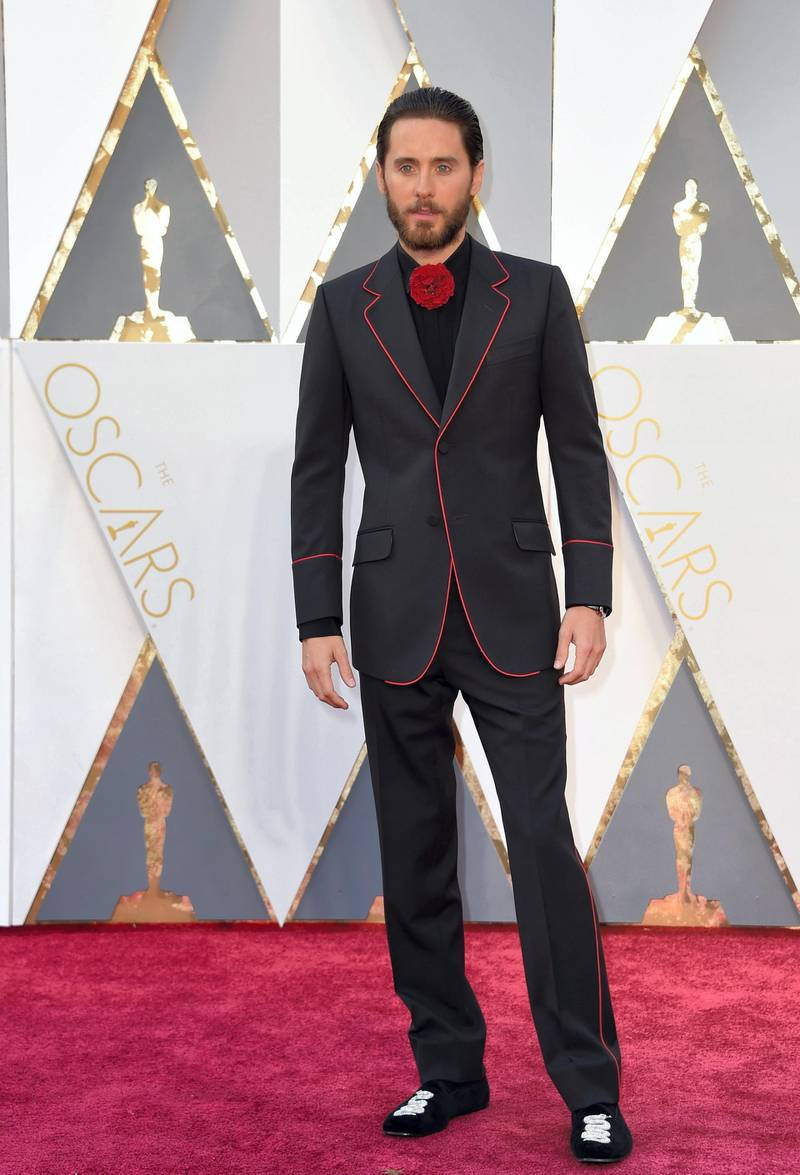 Actor Jared Leto arrives on the red carpet for the 88th Oscars on February 28, 2016 in Hollywood, California. AFP PHOTO / VALERIE MACON (Photo by VALERIE MACON / AFP)