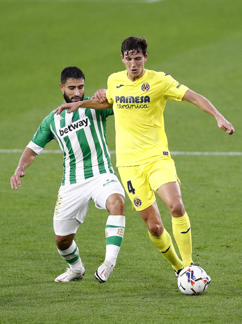SEVILLE, SPAIN - DECEMBER 13: Pau Torres of Villarreal is challenged by Nabil Fekir of Real Betis during the La Liga Santander match between Real Betis and Villarreal CF at Estadio Benito Villamarin on December 13, 2020 in Seville, Spain. Sporting stadiums around Spain remain under strict restrictions due to the Coronavirus Pandemic as Government social distancing laws prohibit fans inside venues resulting in games being played behind closed doors. (Photo by Fran Santiago/Getty Images)