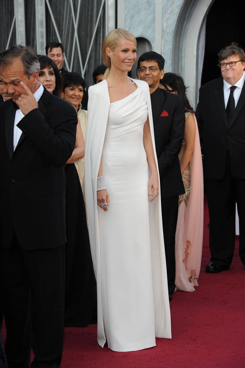 epa03123793 US actress Gwyneth Paltrow arrives for the 84th annual Academy Awards at the Hollywood and Highland Center in Hollywood, California, USA, 26 February 2012. The Oscars are presented for outstanding individual or collective efforts in up to 24 categories in filmmaking.  EPA/MIKE NELSON