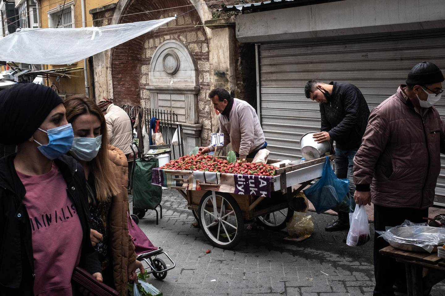 ISTANBUL, TURKEY - MARCH 22: People shop at a local street market on March 22, 2021 in Istanbul, Turkey. Turkey's Lira plummeted as much as 15% to hit 8.39 per US dollar in the first day of trading after Turkey's President Recep Tayyip Erdogan replaced Central Bank Governor Naci Agbal triggering fears of another currency crisis.  (Photo by Chris McGrath/Getty Images)