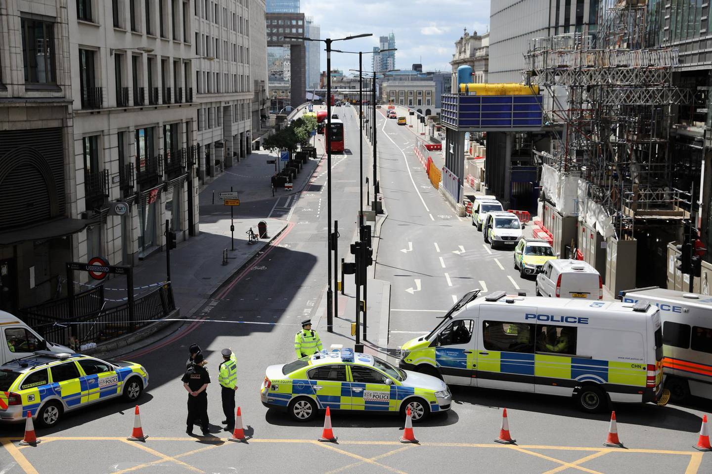 LONDON, ENGLAND - JUNE 04:  Police operate a cordon on the North side of London Bridge as forensic officers work after last night's terrorist attack on June 4, 2017 in London, England. Police continue to cordon off an area after responding to terrorist attacks on London Bridge and Borough Market where 7 people were killed and at least 48 injured last night. Three attackers were shot dead by armed police.  (Photo by Dan Kitwood/Getty Images)