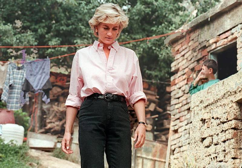 epa03372083 (FILE) A file picture dated 10 August 1997 shows Britain's Princess Diana leaving the house of land mine victim Mirzeta Gabelic (unseen) on the last day of her private visit to Sarajevo, Bosnia. The 15th anniversary of Princess Diana's death will be marked on 31 August 2012.  EPA/FEHIM DEMIR