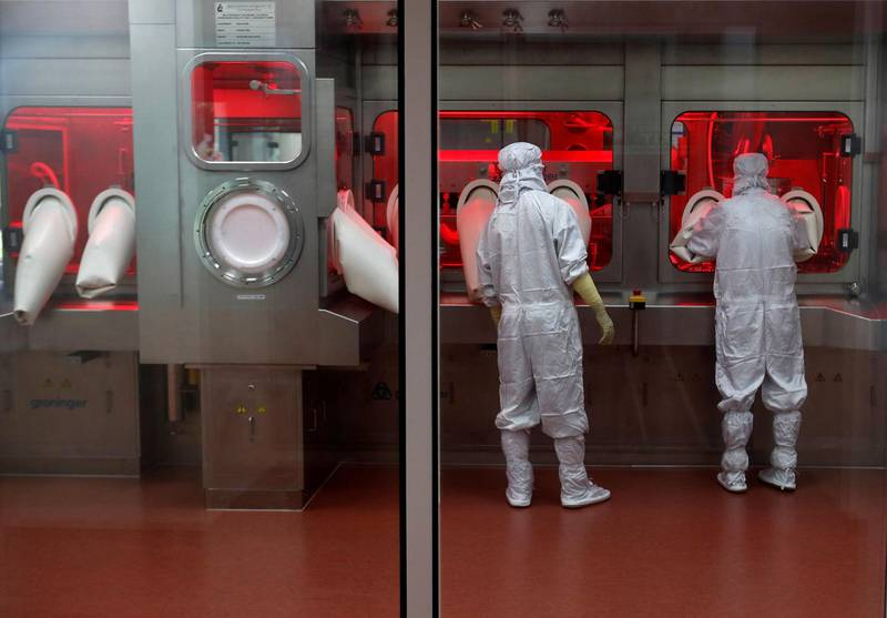 FILE PHOTO: Employees operate a filling machine inside a lab at the Serum Institute of India, in Pune, India,  November 30, 2020. Picture taken November 30, 2020. REUTERS/Francis Mascarenhas/File Photo