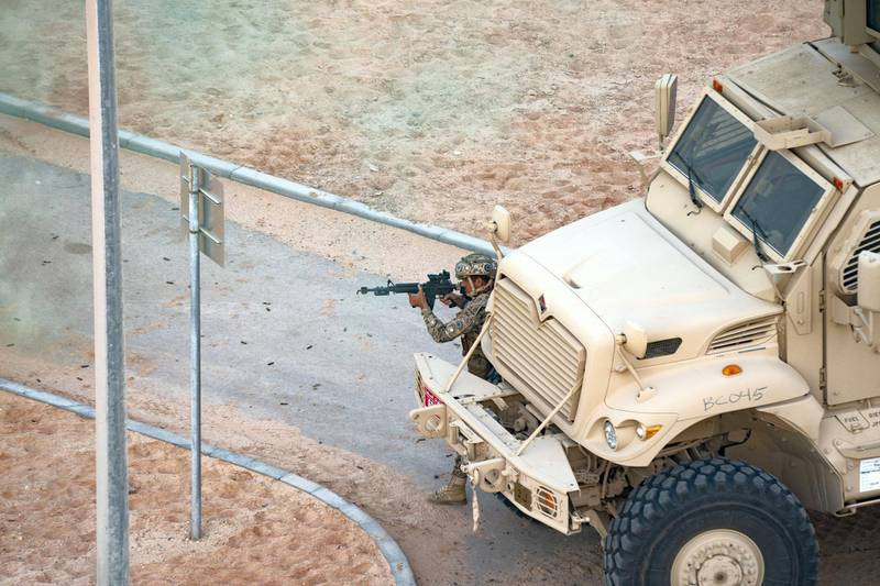 AL DHAFRA REGION, ABU DHABI, UNITED ARAB EMIRATES - June 26, 2019: Members of the UAE Armed Forces and the Jordanian Armed Forces participate in the joint military drill, Titled 'Bonds of Strength', at Al Hamra Camp.  ( Rashed Al Mansoori / Ministry of Presidential Affairs ) ---