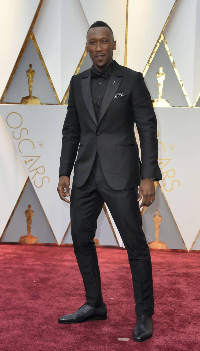 """Nominee for Best Supporting Actor """"Moonlight"""" Mahershala Ali arrives on the red carpet for the 89th Oscars on February 26, 2017 in Hollywood, California. (Photo by VALERIE MACON / AFP)"""