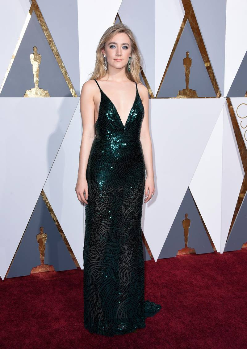 epa05186391 Saoirse Ronan arrives for the 88th annual Academy Awards ceremony at the Dolby Theatre in Hollywood, California, USA, 28 February 2016. The Oscars are presented for outstanding individual or collective efforts in 24 categories in filmmaking.  EPA/PAUL BUCK