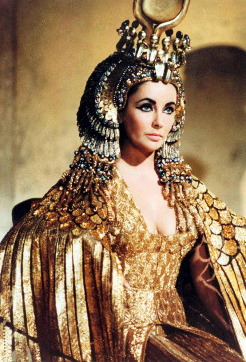G2NM15 Elizabeth Taylor as Cleopatra in the 1963 epic drama film directed by Joseph L. Mankiewicz.