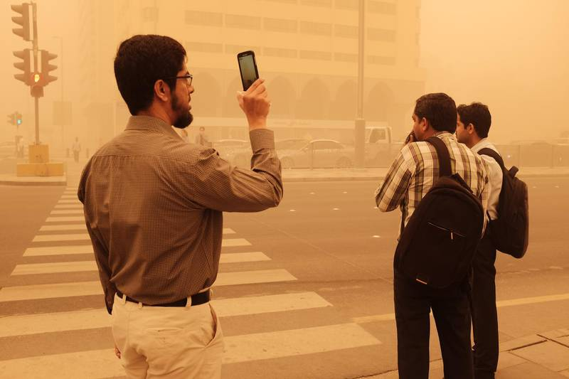 Abu Dhabi, UAE- April 02 2015: Residents woke up to find the capital blanketed by a sandstorm that reduced visibility on the roads and forced people to wear dust masks and cover their faces. Deepthi Unnikrishnan/The National *** Local Caption ***  DU - 02022015 - Sandstorm 04.JPG