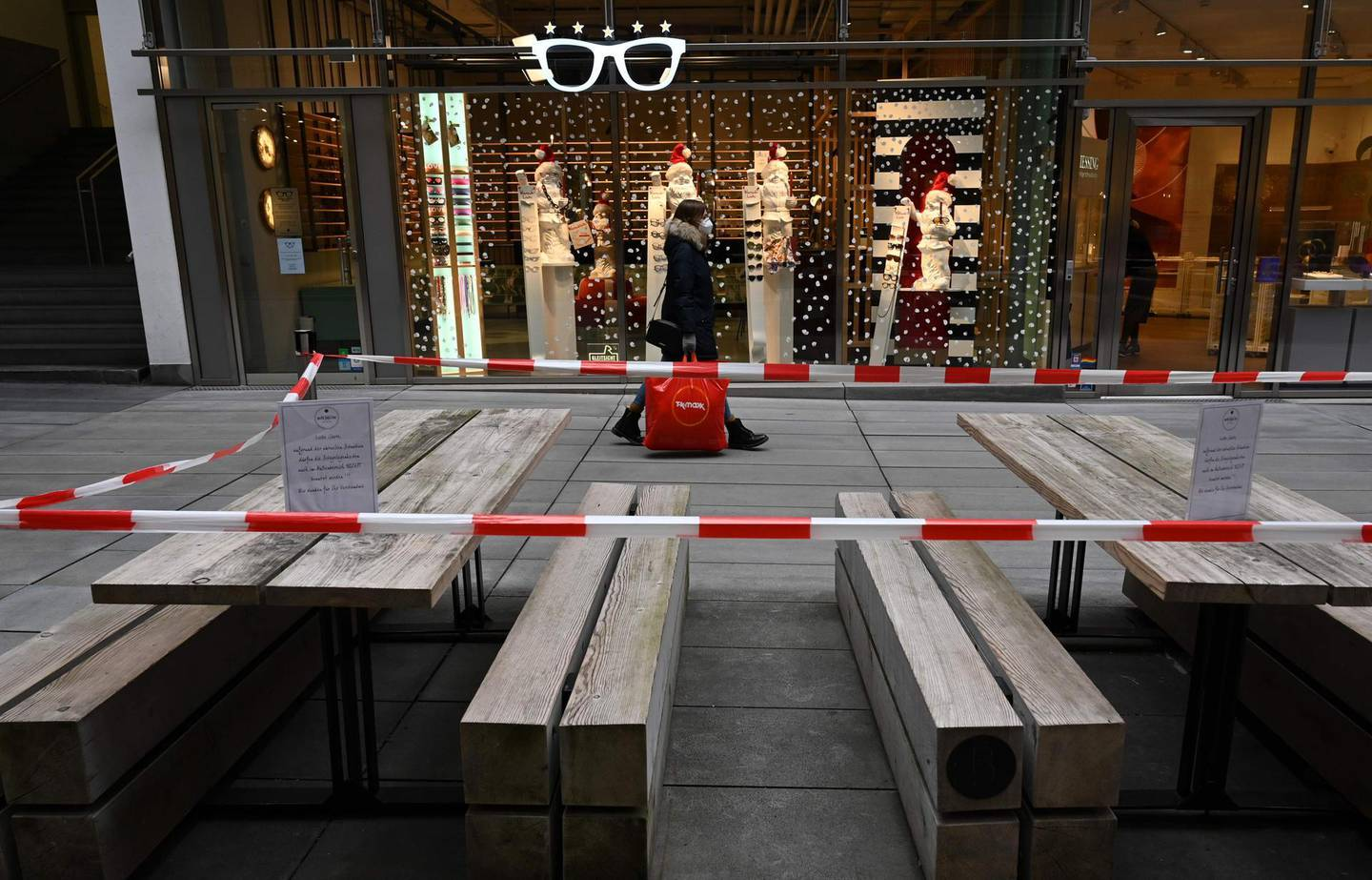 A open air cafe is closed in the city of Munich, southern Germany, on November 24, 2020, amid the ongoing novel coronavirus Covid-19 pandemic.  / AFP / Christof STACHE