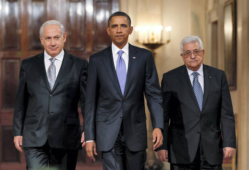 U.S. President Barack Obama arrives with Israeli Prime Minister Benjamin Netanyahu (L) and Palestinian President Mahmoud Abbas (R) to make a statement on Middle East Peace talks in the East Room of the White House in Washington September 1, 2010.     REUTERS/Jason Reed (UNITED STATES - Tags: POLITICS IMAGES OF THE DAY)