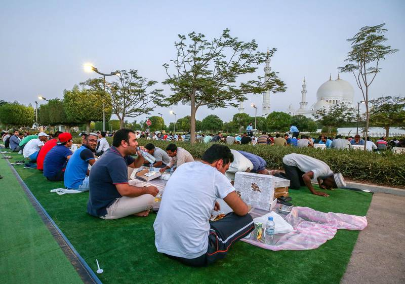 Abu Dhabi, U.A.E., June 2, 2018.  Iftar at thr Sheikh Zayed Grand Mosque.Victor Besa / The NationalReporter: Section:  National
