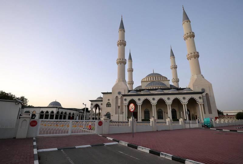 Dubai, United Arab Emirates - Reporter: N/A: The sun rises over Al Farooq Omar Bin Al Khattab Mosque on the first morning of Ramadan. Mosques remain closed due to Covid-19. Friday, April 24th, 2020. Dubai. Chris Whiteoak / The National