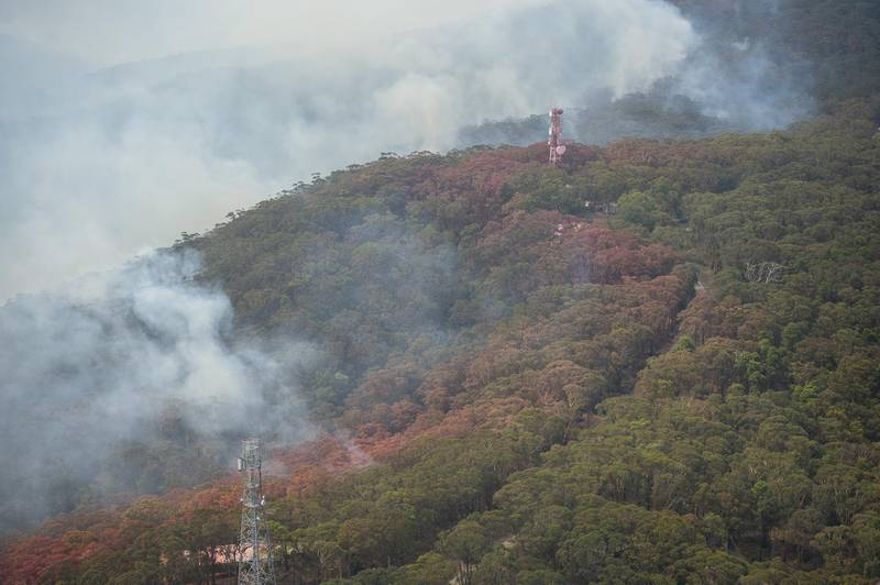 epa08087706 An aerial view of lines of fire retardant during a flight over Kurrajong Heights with Australian Prime Minister Scott Morrison (unseen) as he tours bushfire-affected regions of the Blue Mountains, west of Sydney, New South Wales (NSW), Australia, 23 December 2019. Morrison today took an aerial tour of the bush land where the Gospers Mountain megafire destroyed dozens of buildings around the Bilpin, Dargan and Clarence areas in the Blue Mountains over the weekend, before arriving in Mudgee to meet evacuated residents and NSW Rural Fire Service members.  EPA/WOLTER PEETERS / POOL  AUSTRALIA AND NEW ZEALAND OUT