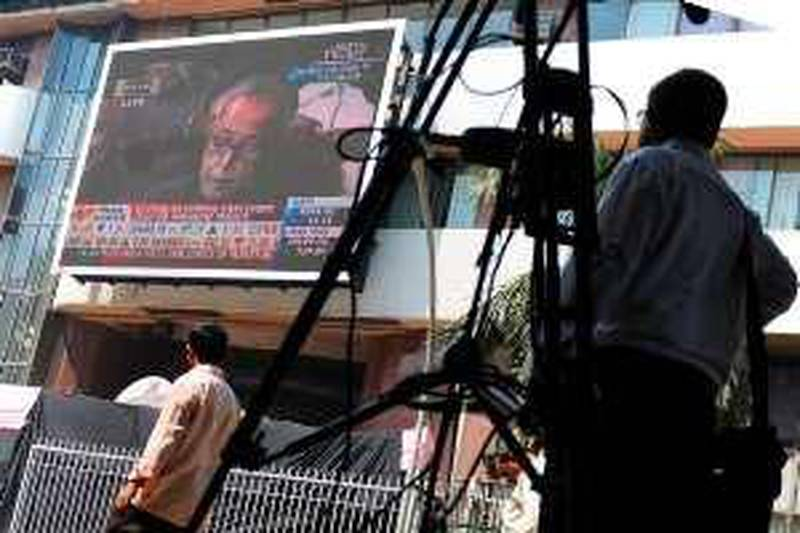 Investors watch Indian Finance Minister Pranab Mukherjee (top right) present the federal budget to parliament as it is shown on the giant screen outside the Bombay Stock Exchange (BSE) in Mumbai on February 26, 2010. Mukherjee vowed to bring the governments budget defecit under control in the new budget that counts on higher tax revenue to sustain social spending.  AFP PHOTO/ Pal PILLAI *** Local Caption ***  960956-01-08.jpg *** Local Caption ***  960956-01-08.jpg