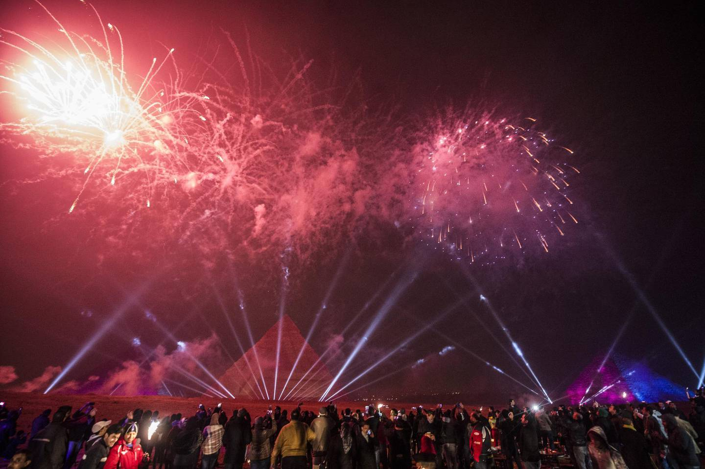 Egyptians celebrate the New Year in front of the pyramids near the Egyptian capital Cairo on January 1, 2016. AFP PHOTO / KHALED DESOUKI (Photo by KHALED DESOUKI / AFP)