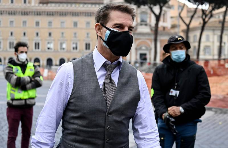 epa08850506 US actor Tom Cruise wears a face mask during the shooting of Mission Impossible 7 at Piazza Venezia in Rome, Italy, 29 November 2020.  EPA/Riccardo Antimiani