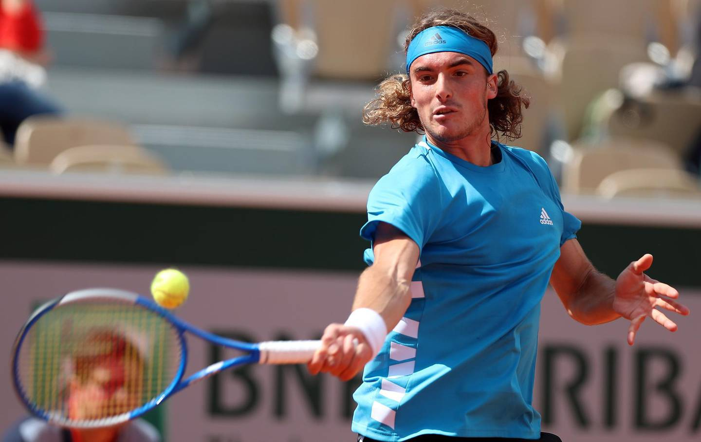 epa07609489 Stefanos Tsitsipas of Greece plays Hugo Dellien of Bolivia  during their men's second round match during the French Open tennis tournament at Roland Garros in Paris, France, 29 May 2019.  EPA/SRDJAN SUKI