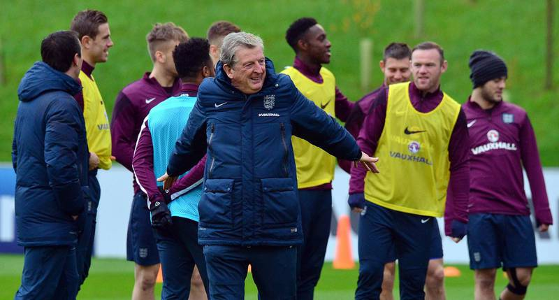 England manager Roy Hodgson (C) takes part in a training session at St George's Park near Burton-on-Trent, central England, on November 14, 2014, on the eve of their Euro 2016 qualifying match against Slovenia at Wembley Stadium on November 15, 2014. AFP PHOTO/PAUL ELLIS NOT FOR MARKETING OR ADVERTISING USE / RESTRICTED TO EDITORIAL USE / AFP PHOTO / PAUL ELLIS