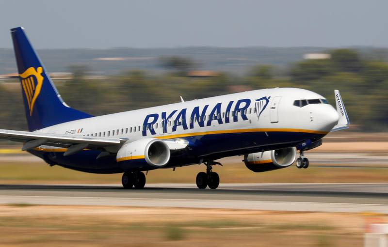 FILE PHOTO: A Ryanair Boeing 737-800 airplane takes off from the airport in Palma de Mallorca, Spain, July 29, 2018. Picture taken July 29, 2018.  REUTERS/Paul Hanna/File Photo