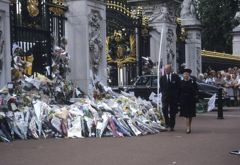 The public funeral of Diana, Princess of Wales, London, UK, 6th September 1997, Queen Elizabeth II and Prince Philip, Duke of Edinburgh, Tributes to the late Princess from the public, 6th September 1997. (Photo by John Shelley Collection/Avalon/Getty Images)