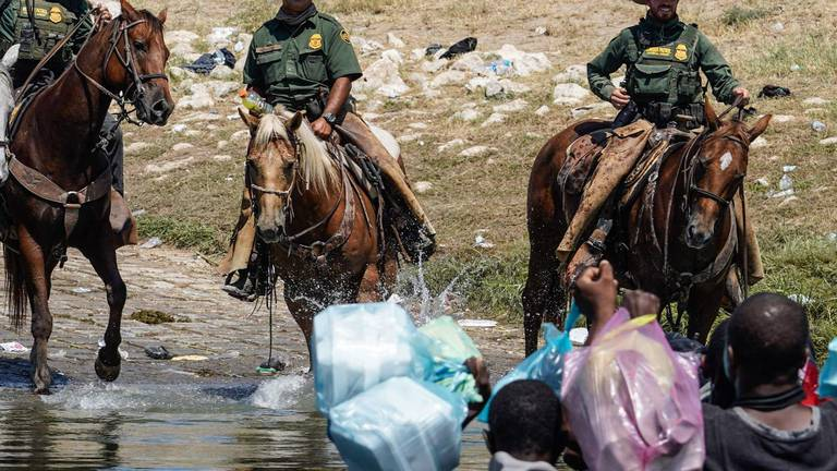 An image that illustrates this article US deports thousands of Haitian migrants
